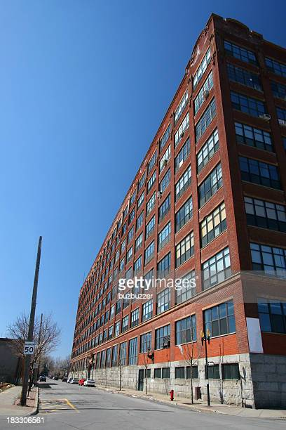 Vecchio stabilimento industriale impoverito