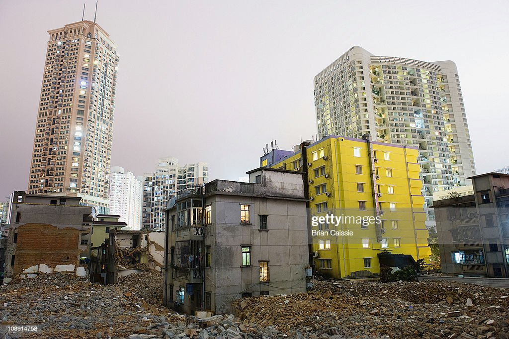 Old dilapidated buildings and rubble with modern buildings in background, Shenzhen, China : ストックフォト