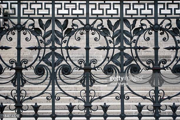 Vieille clôture en fer forgé