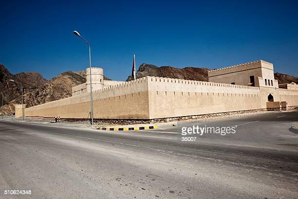 vecchio Fort ai piedi delle Montagne di Hajar al