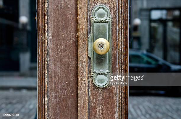 Vieille porte en verre avec poignée