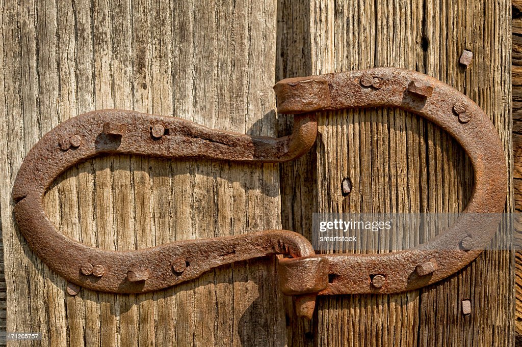 Merveilleux Old Horseshoes Formed Into Door Hinges : Stock Photo
