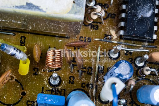 Old Integrated Circuits In An Analog Radio Receiver