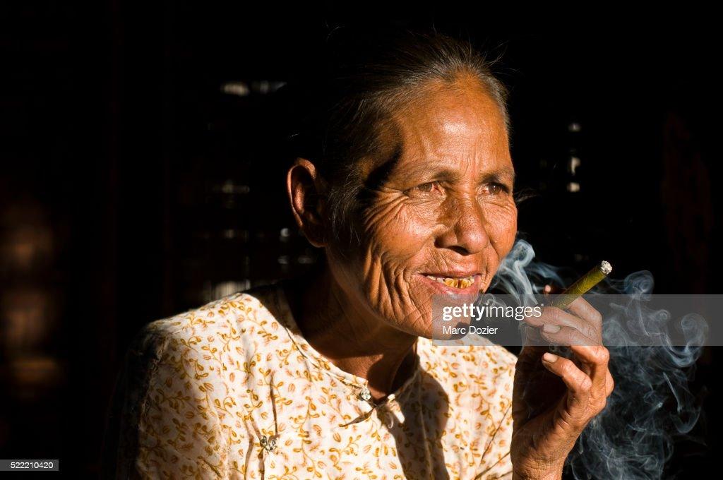 Old lady smoking the traditional Burmese cigar (cheroot)