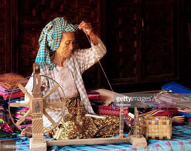 Old Lady Spinning de algodón