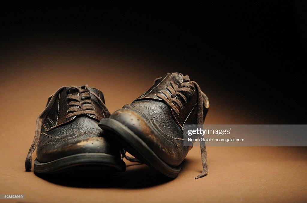 Old leather shoes : Foto de stock