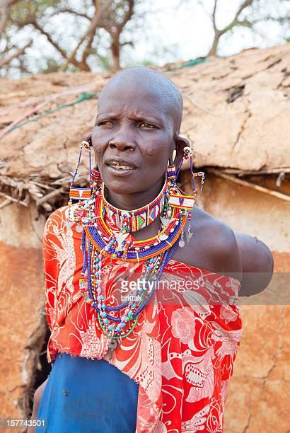 Old Maasai-Frau mit einem Auge blind sind.