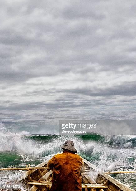 Vieil homme et la mer dans une Skiff