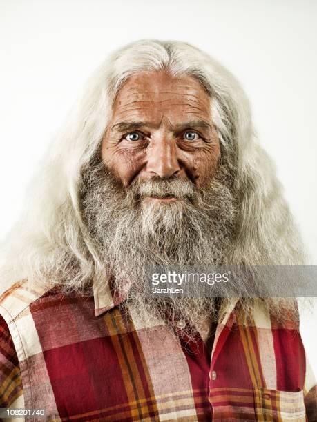 Vieil homme avec barbe et longs cheveux blancs &