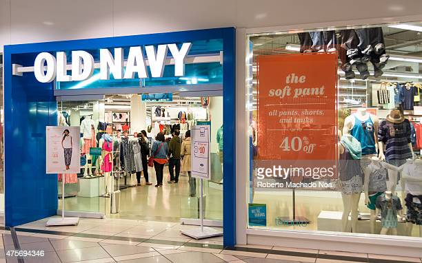 Old Navy clothing store draws a crowd to its latest sale