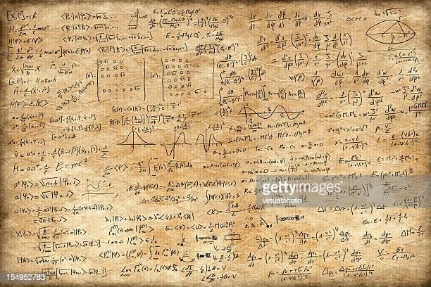 Viejo papel llena de ecuaciones