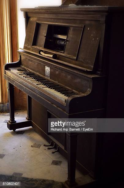 Music style stock photos and pictures getty images for Classic house piano