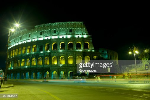 Old ruin of an amphitheater lit up at night, Coliseum, Rome, Italy : Foto de stock