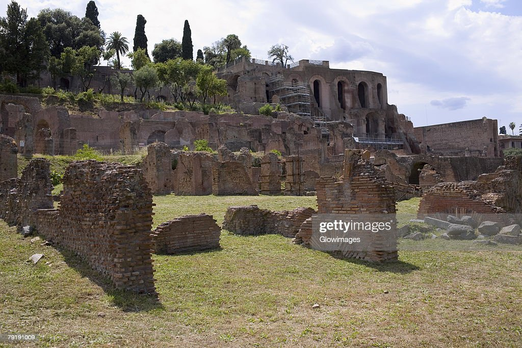 Old ruins of a building, Rome, Italy : Foto de stock