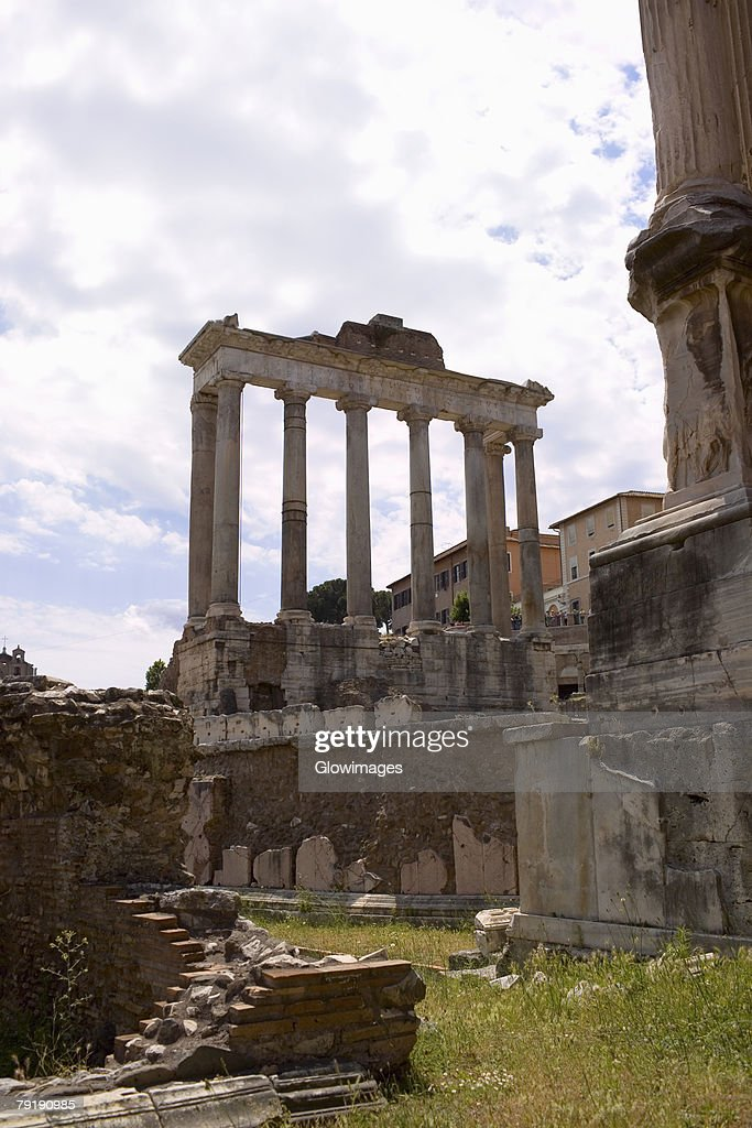 Old ruins of a temple, Faustina Temple, Rome, Italy : Foto de stock