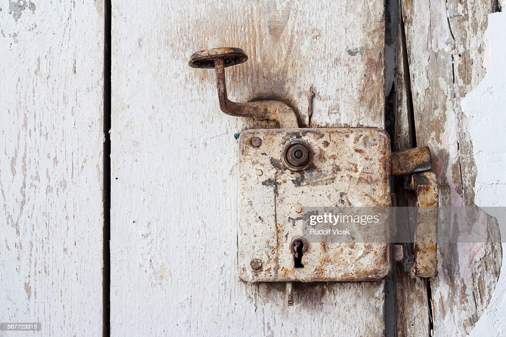 http://media.gettyimages.com/photos/old-rusty-metal-door-knob-and-lock-picture-id567723315