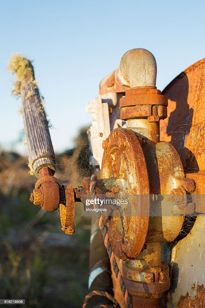Old rusty pump : Photo