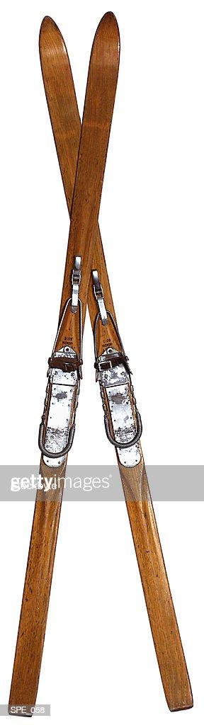 Old skis, crossed