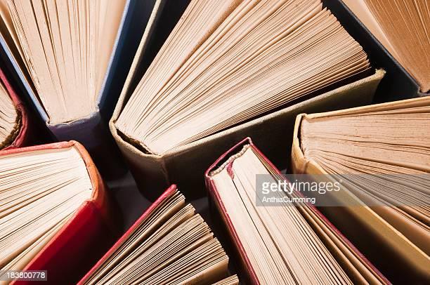 古いヴィンテージ書籍た上から軽く広がるオープン