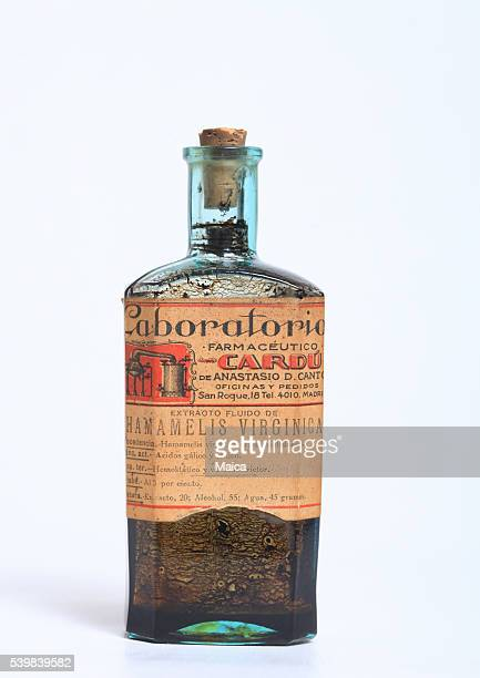Vieux vintagehammaelis extrait pharmacie bouteille