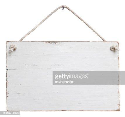 Old, blanco curado signboard en una cadena de montaje