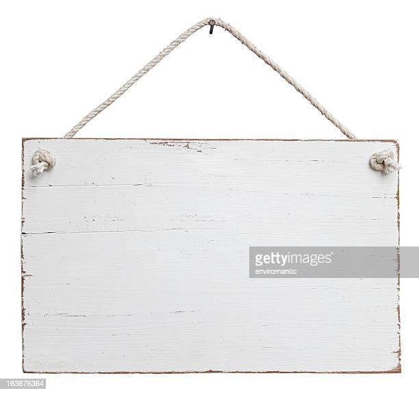 Weiße alte, verwitterte Schild hängen von einer Schnur