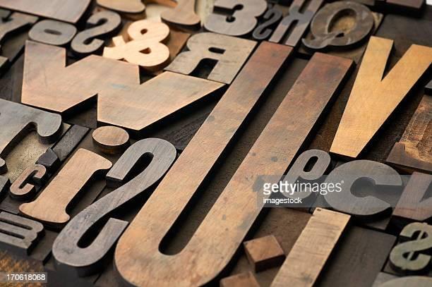 Alte hölzerne Buchstaben