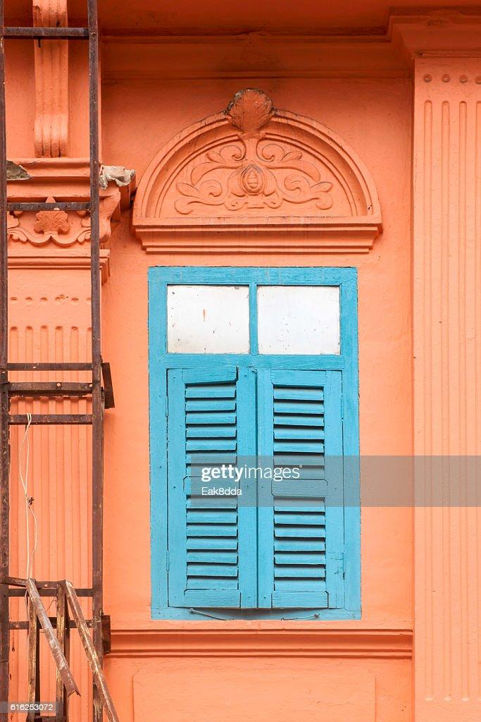 Antiga janela de Madeira : Foto de stock