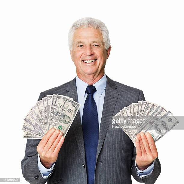 Älterer Geschäftsmann mit seinem Reichtum-isoliert