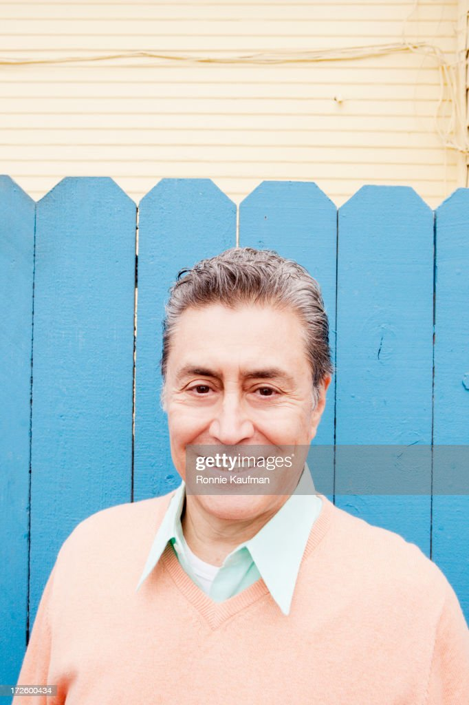 Older Hispanic man smiling outdoors : Stock Photo