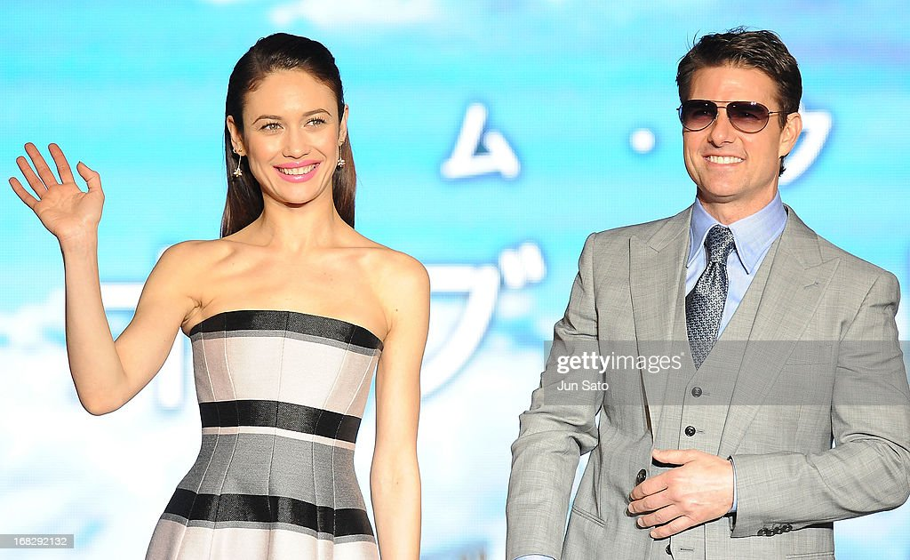 Olga Kurylenko and Tom Cruise attend the 'Oblivion' Japan Premiere at Roppongi Hills on May 8, 2013 in Tokyo, Japan. The film will open on May 31 in Japan.