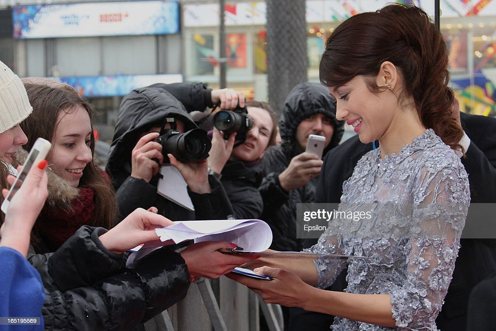 Olga Kurylenko meets fans and signs autographs as she attends the film premiere of 'Oblivion' at the Oktyabr cinema hall on April 1, 2013 in Moscow, Russia.