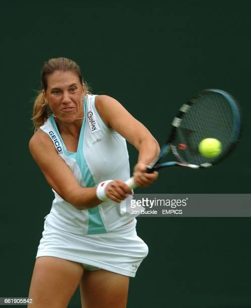 Olga Savchuk in action against Martina Hingis