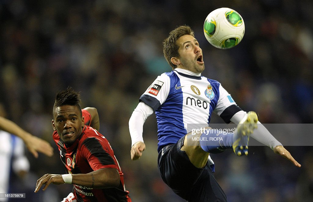 Olhanense's Brazilian midfielder Jander (L) vies with Porto's midfielder Joao Moutinho during the Portuguese first league football match FC Porto vs Olhanense at the Dragao stadium in Porto, on February 10, 2013.