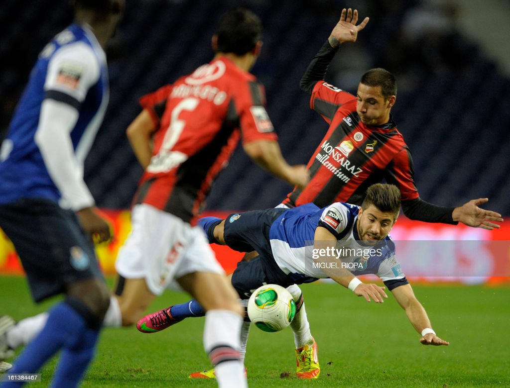 Olhanense's midfielder Lucas (R) vies with Porto's midfielder To Ze during the Portuguese first league football match FC Porto vs Olhanense at the Dragao Stadium in Porto, on February 10, 2013. The match ended in a draw 1-1.