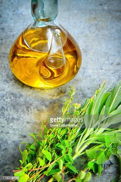 L'huile d'Olive et d'herbes sur Surface en métal