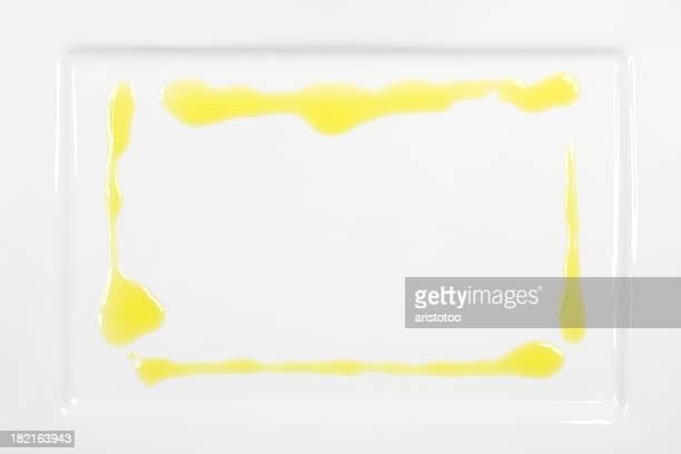 Olivenöl Frame auf weißen Teller