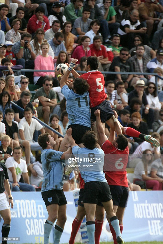 Oliver Bassa of Chile fights for the ball with Gabriel Puig of Uruguay during the International Seven Tournament Viña del Mar 2013 on January 20, 2013 in Viña del Mar, Chile.