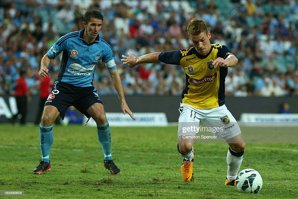 Oliver Bozanic of the Mariners controls the ball during the round 24 A-League match between Sydney FC and the Central Coast Mariners at Allianz Stadium on March 9, 2013 in Sydney, Australia.