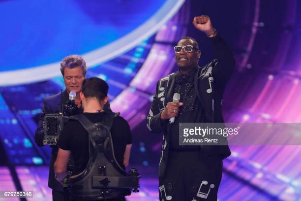 Oliver Geissen and 'Superstar 2017' Alphonso Williams during the finals of the tv competition 'Deutschland sucht den Superstar' at Coloneum on May 6...