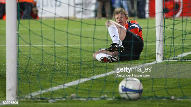 Oliver Kahn keeper of Bayern Munich looks on after receiving the second goal during the UEFA Cup quarter final second leg match between CF Getafe and...