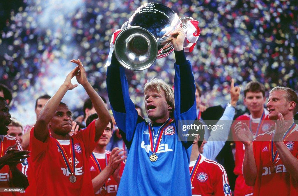 Soccer - UEFA Champions League Finals 2001 - Bayern Munich vs. Valencia : News Photo