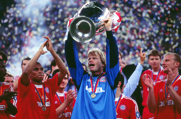 Soccer - UEFA Champions League Finals 2001 - Bayern Munich vs. Valencia : News Photo