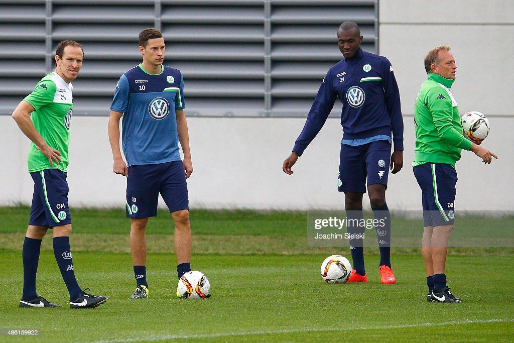 VfL Wolfsburg Unveils New Signings Julian Draxler And Dante
