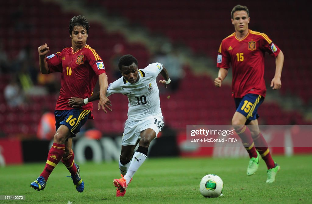 Oliver of Spain battles with Clifford Aboagye of Ghana during the FIFA U-20 World Cup Group A match between Spain and Ghana at the Ali Sami Yen Arena on June 24, 2013 in Istanbul, Turkey.