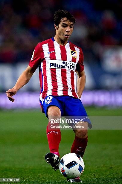 Oliver Torres of Atletico de Madrid controls the ball during the Copa del Rey Round of 32 match between Club Atletico Madrid and CF Reus Deportiu at...