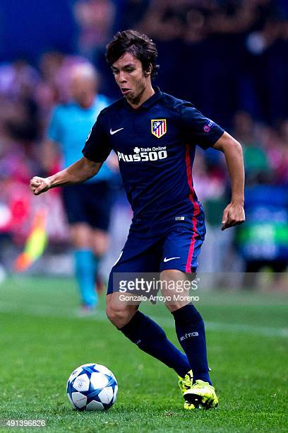 Oliver Torres of Atletico de Madrid controls the ball during the UEFA Champions League Group C match between Club Atletico de Madrid and SL Benfica...