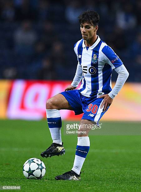 Oliver Torres of FC Porto runs with the ball during the UEFA Champions League match between FC Porto and Leicester City FC at Estadio do Dragao on...