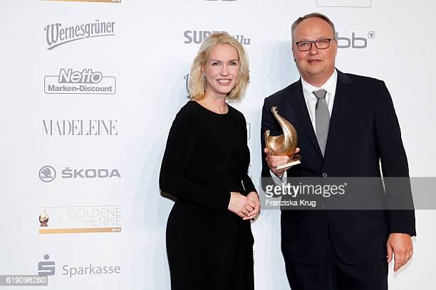 Oliver Welke and Manuela Schwesig attend the Goldene Henne on October 28 2016 in Leipzig Germany