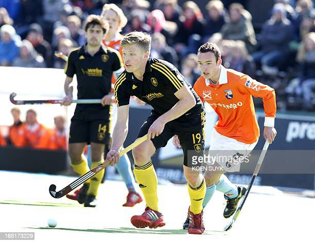 Oliver Willars of Beeston HC vies with Diede van Puffelen during a Euro Hockey Leaguematch Bloemendaal vs Beeston at the Wagener stadium in Amsterdam...